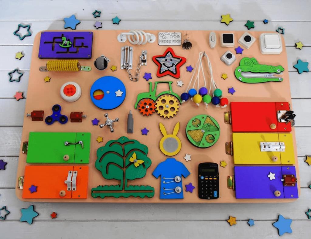 Obrazek posiada pusty atrybut alt; plik o nazwie Zabawki-sensoryczne-dla-dzieci-dlaczego-są-tak-ważne-w-rozwoju-1-3-1024x787.png