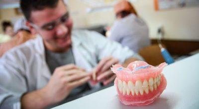 Technik dentystyczny zarobki