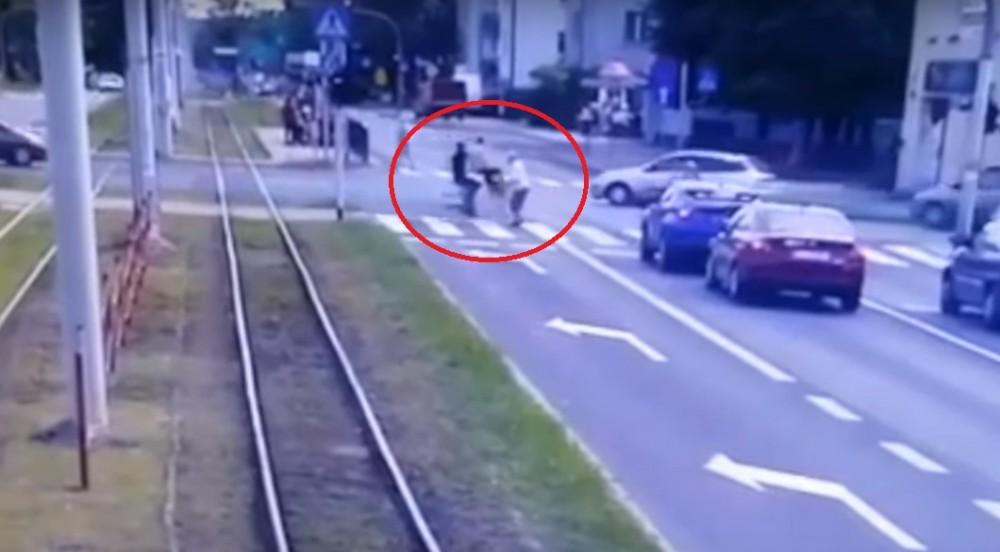rowerzyści potrącili kobietę