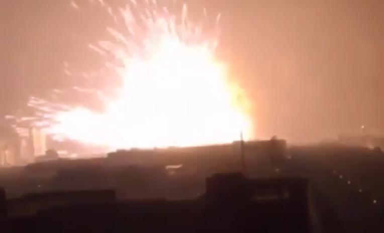 wielki pożar w zakładach chemicznych