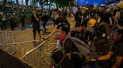 chiny walczą z protestującymi