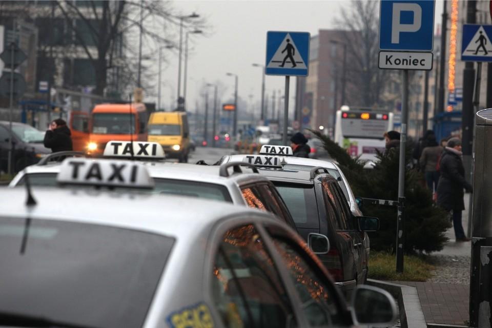 taksówkarz oszukał norweżkę