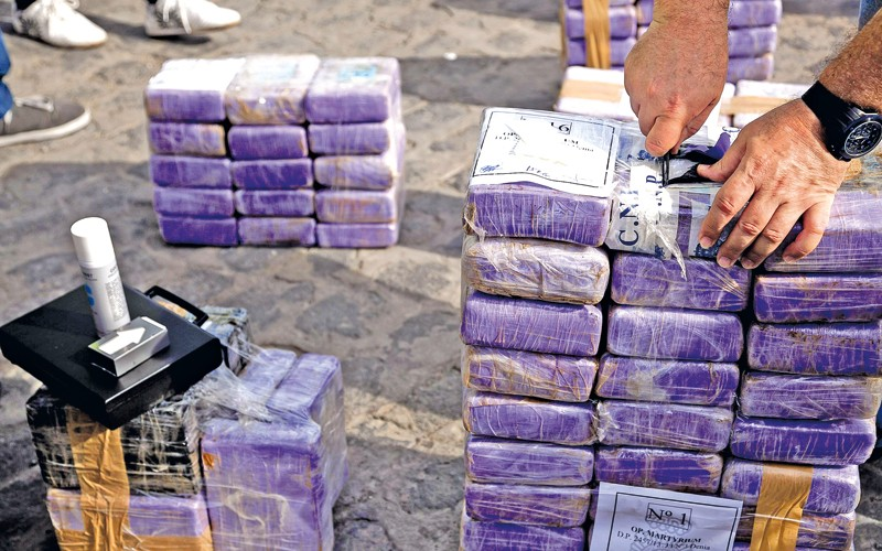 setki kilogramów kokainy