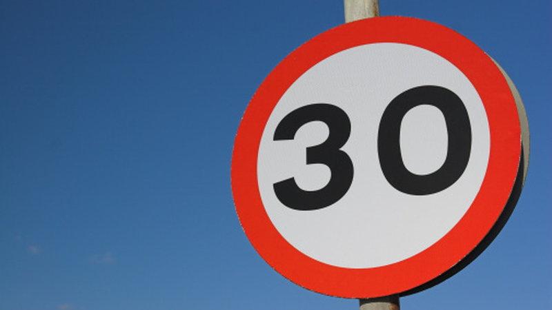 30km/h w terenie zabudowanym