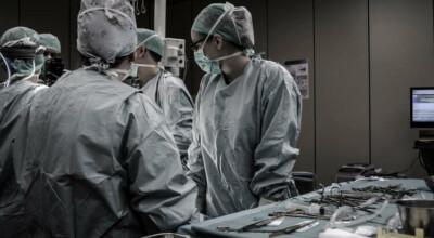 Lekarz zaszył w brzuchu pacjenta