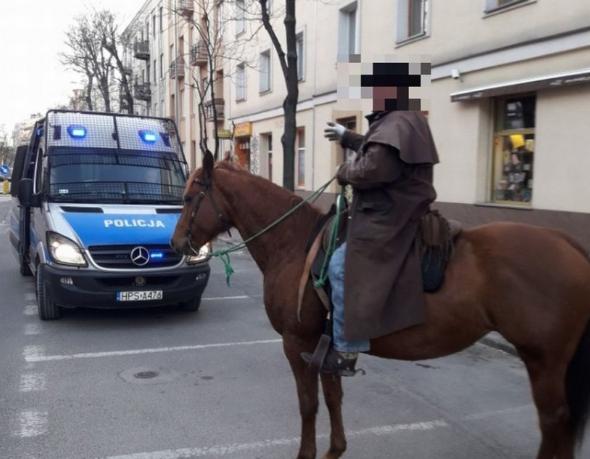 pijany jeździł na koniu