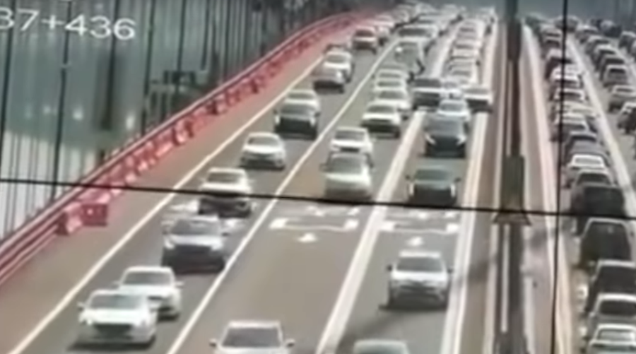 falujący most w chinach