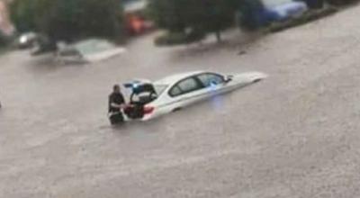 policjanci zatopili nieoznakowany radiowóz