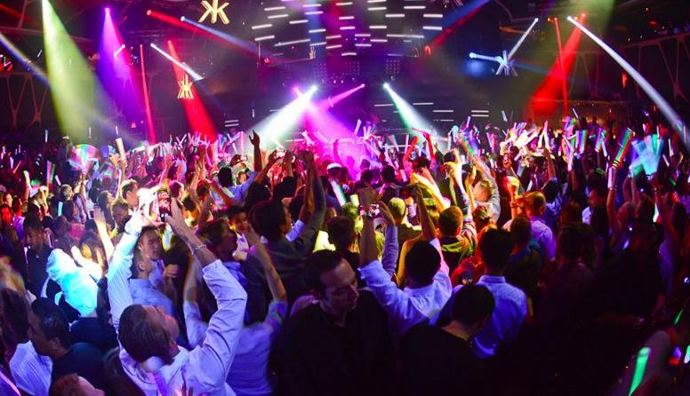 otwierają kluby nocne