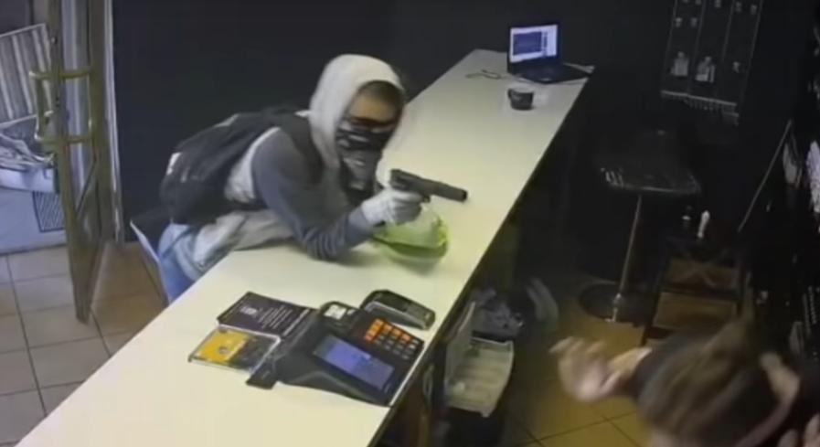 napad z bronią na vape shop