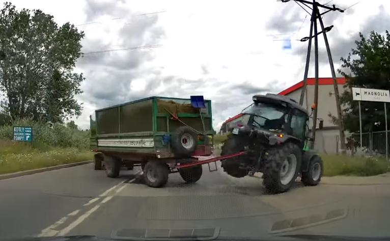 drift traktorem w centrum