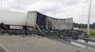 wypadek ciężarówki z piwem