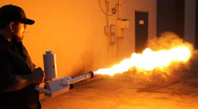 Napad z miotaczem ognia