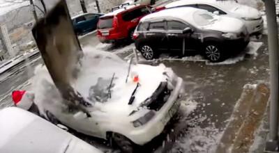 betonowy blok spadł na samochód
