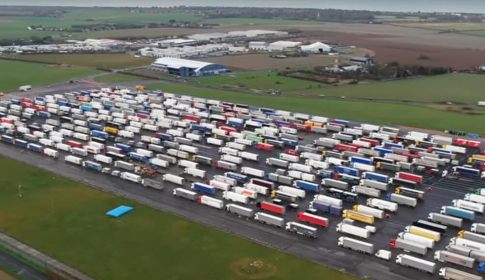 tysiące ciężarówek uwięzionych