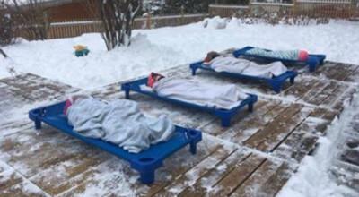 Dzieci śpiące na mrozie