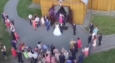 Śmierć na nielegalnym weselu