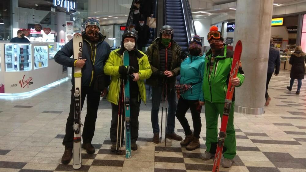 Zjeżdżali na nartach