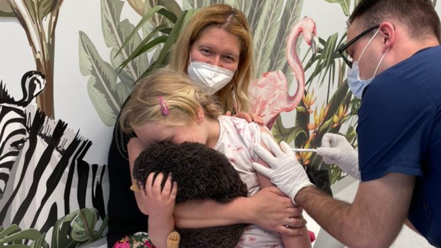 6-latka zaszczepiona na koronawirusa
