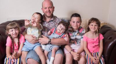 Gej adoptował sześcioro niepełnosprawnych dzieci