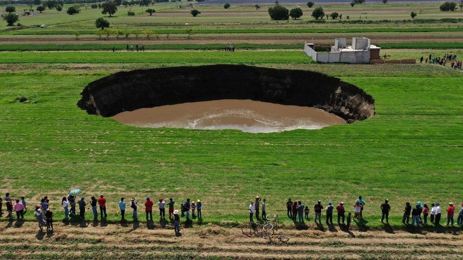 Gigantyczna dziura w ziemi w meksyku