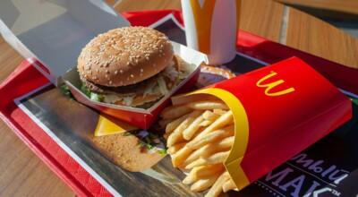 jedzenie w McDonaldzie